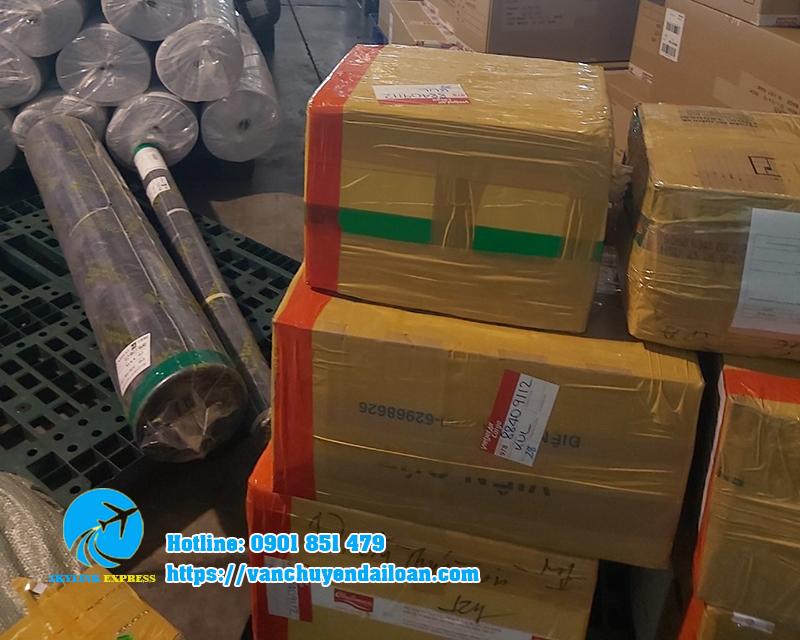 Hàng hóa đang được chuẩn bị vận chuyển đi Đài Loan